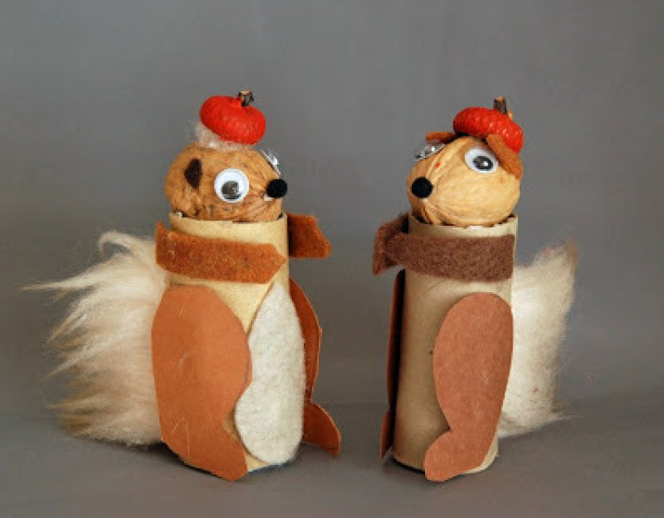 Paper Roll Squirrel Dolls