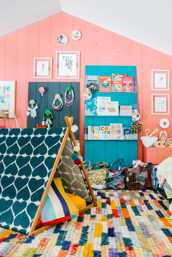 kids-colorful-bedrooms-organizing-pink-walls-bright-kids-bedroom-organization