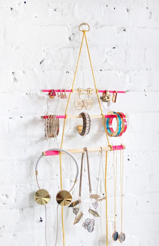 diy hanging jewelery holder