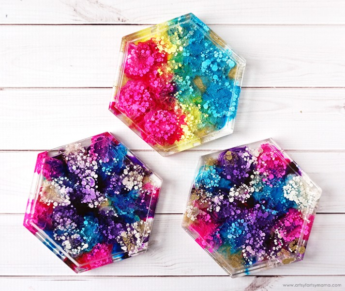Resin-Coasters-diy-using-glitter-alcohol-ink