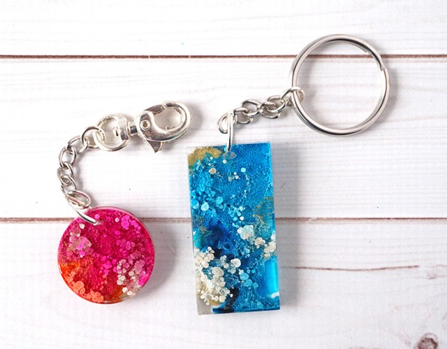 alcohol-Ink-epoxy-resin-Keychains
