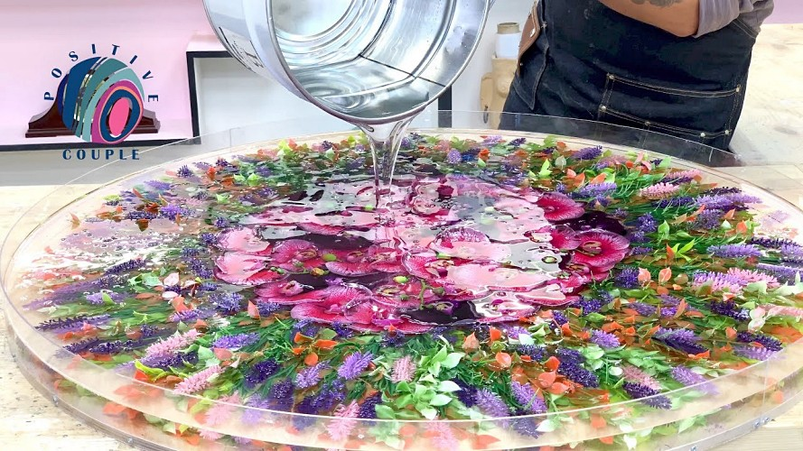 amazing-table-of-flowers-and-epoxy-resins-epoxy-resin-projects