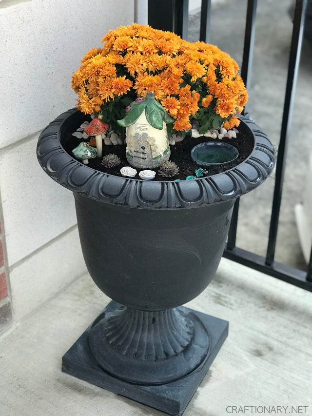 front-porch-fall-planter-diy-idea