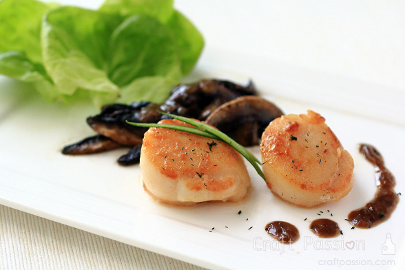 seared scallops with mushrooms