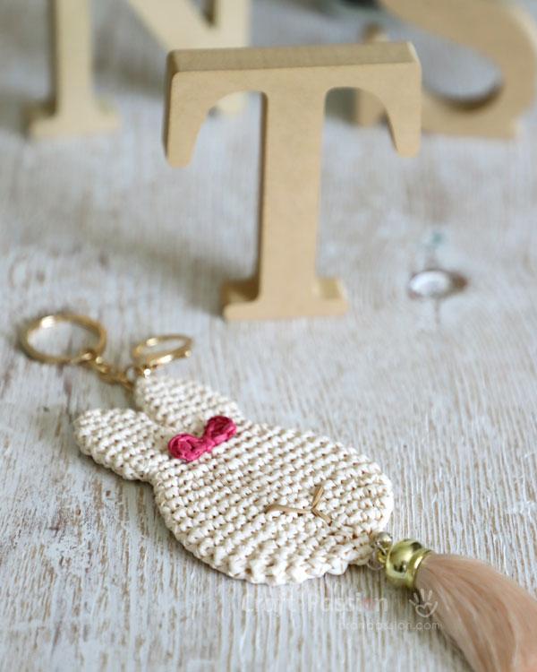 bunny pendant free crochet pattern