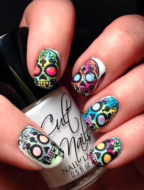 watercolor-skull-nails