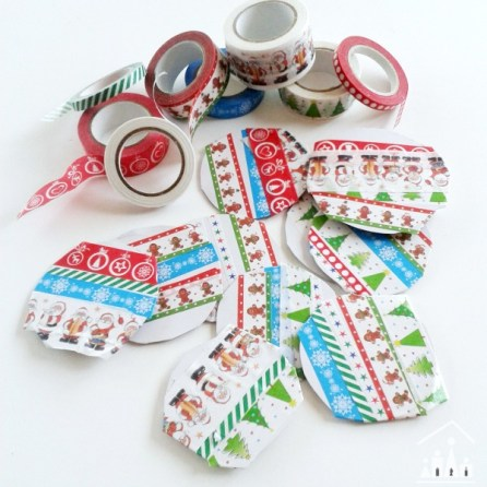 washi tape cards for kids baubles http://www.craftykidsathome.com/diy-christmas-cards-for-kids-washi-tape-baubles/