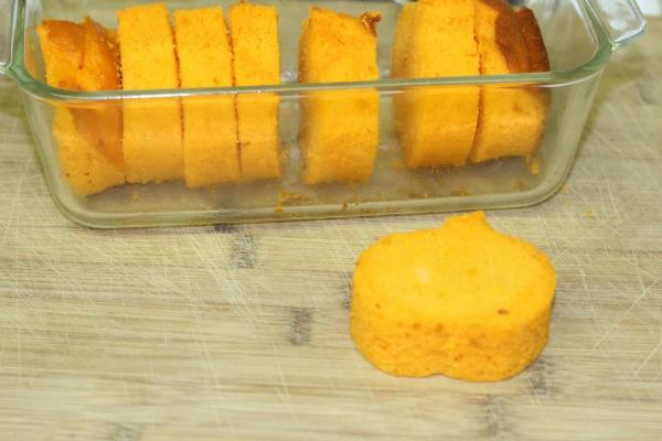 Pumpkin loaf in process - Treat your guests or family to a delicious, festive loaf cake with a surprise inside!