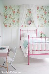 little-girl-bedroom-anthropologie-peonies-wallpaper