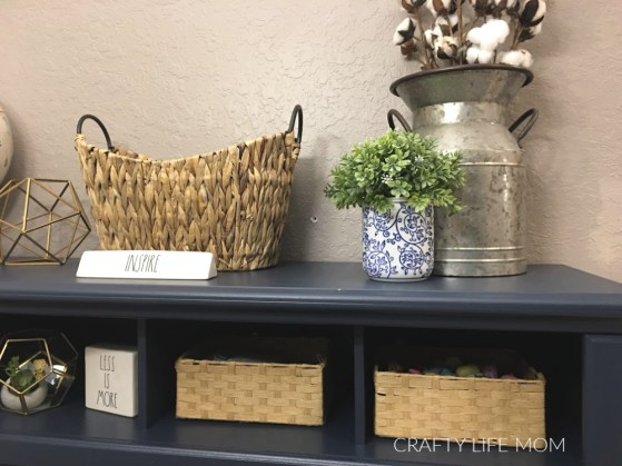 Home Office desk styling options. Check out this tutorial for a home office makeover plus ways to be creative. #homeofficemakeover #diyhomeoffice