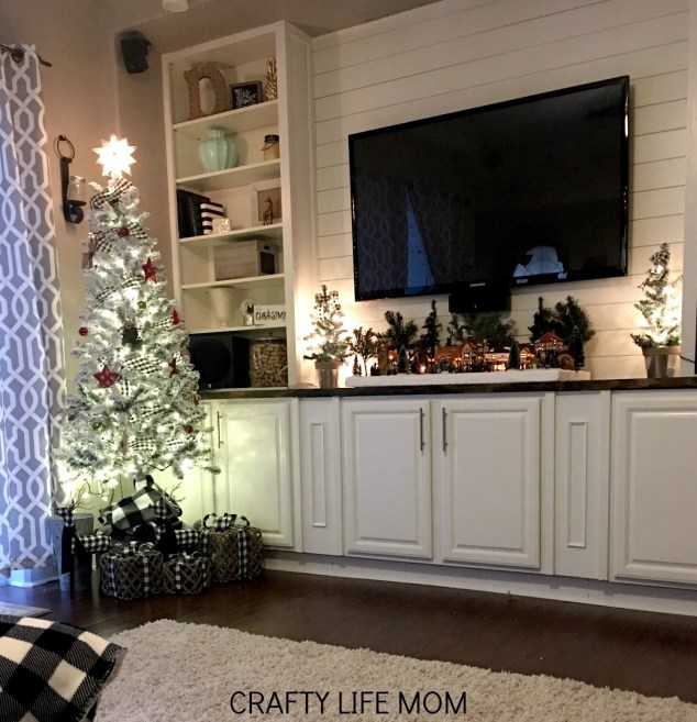 Merry and Bright Christmas Lights Tour. Follow along with 15 bloggers who share their love for Christmas Home Decor all in one place.