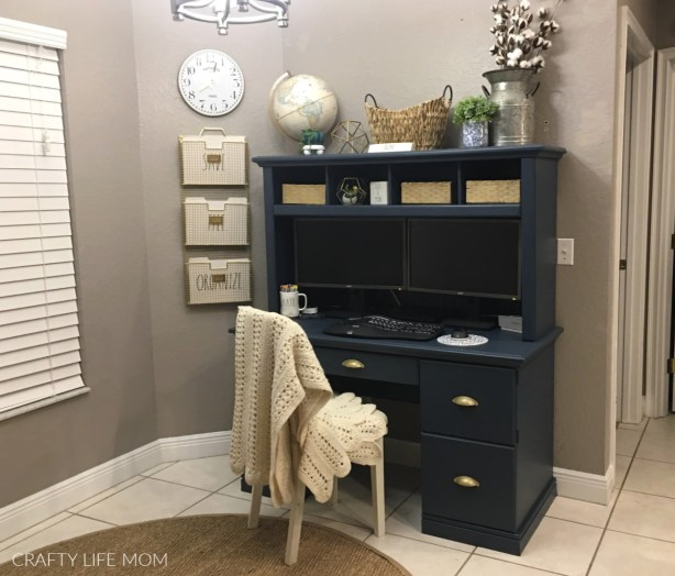 DIY home office makeover project for working from home. Create this look for less than $200 in your kitchen nook. home-office-makeover diy-desk #homeoffice #desk #makeover #officemakeover #diyoffice