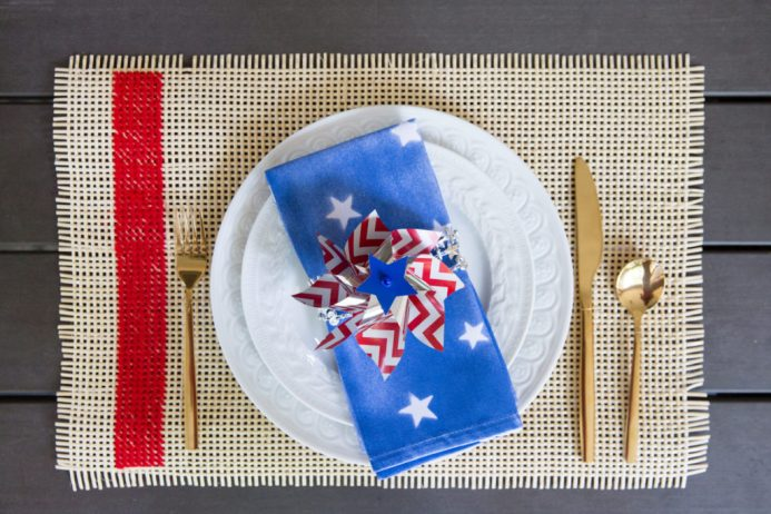 20+ Crafts and Ideas for you to create for your home. Celebrate the Summer holidays with these patriotic ideas and crafts.
