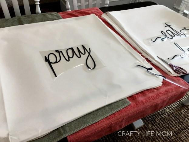Reverse Canvas DIY with heat transfer vinyl farmhouse sign #reversecanvas #farmhousesigndiy