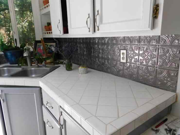 Tile over Laminate Counters Part 2- Installing the Tile
