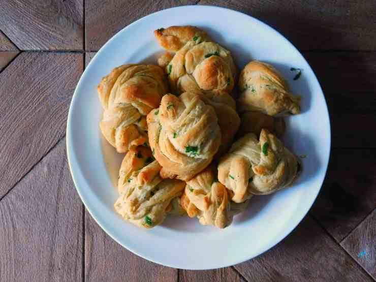parmesan garlic bread knots
