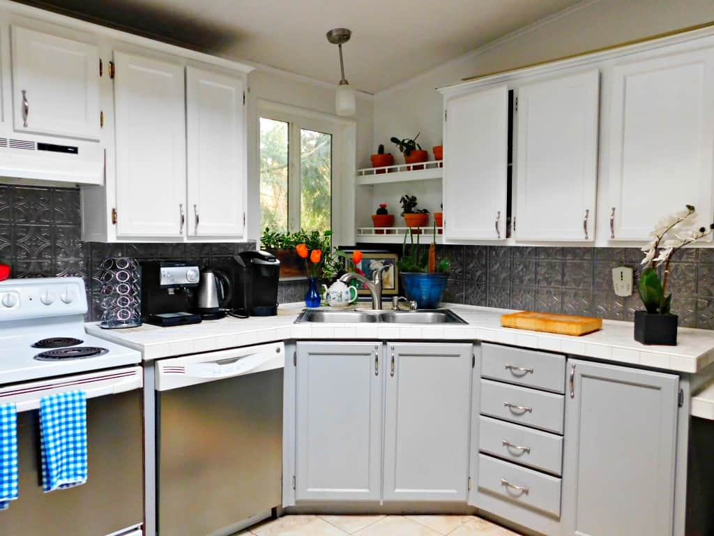 Farmhouse kitchen ideas on a budget. Get the look for less. on Farmhouse Kitchen Ideas  id=57626
