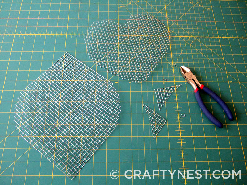 Cut the mesh to the desired shape, photo