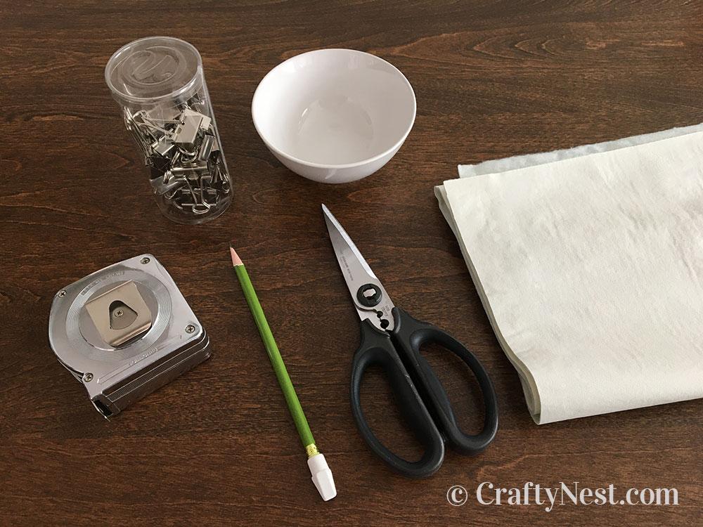Supplies to make a scalloped tablecloth, photo