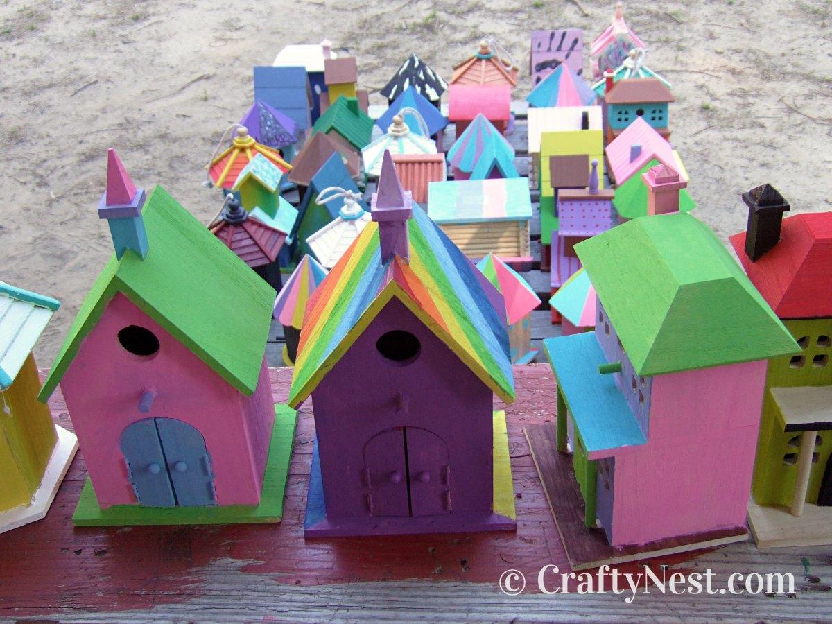 Many painted birdhouses, photo