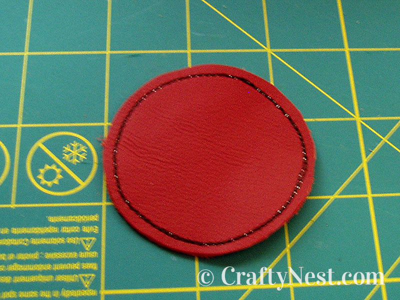 Sew a border around the circle, photo