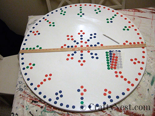 Apply dot stickers to tabletop, photo