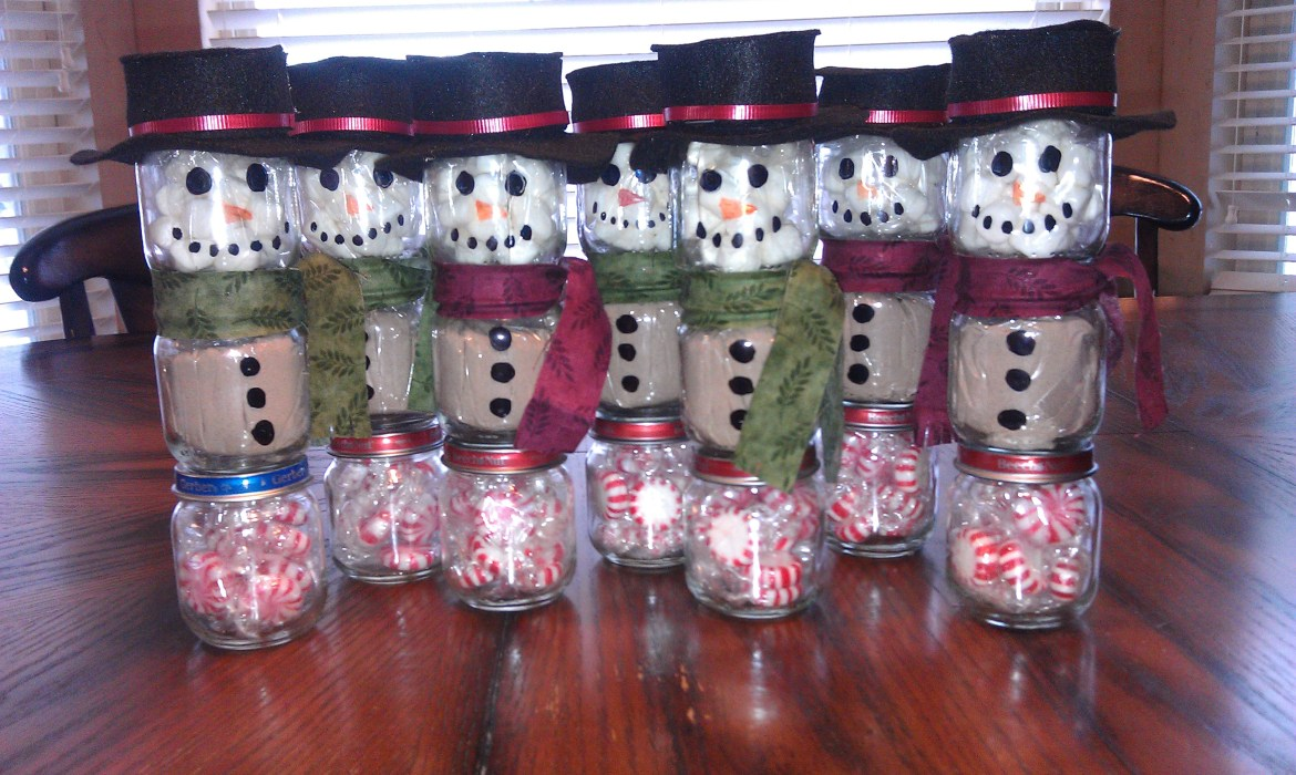 Things to do with baby food jars. cheap, inexpensive Christmas gift a snowman