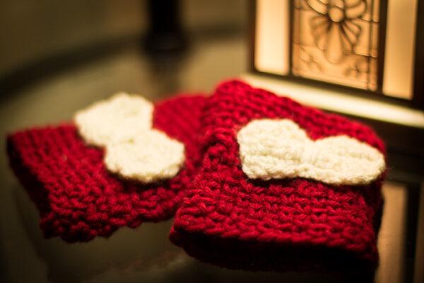 Crochet fingerless gloves. free crochet pattern