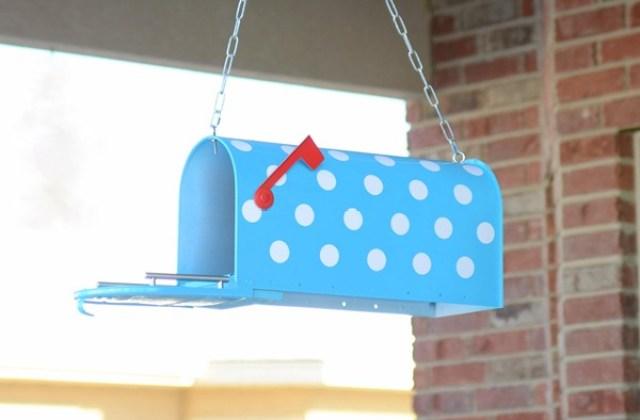 polka-dots-painted-mailbox