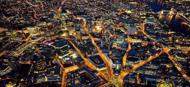 La_city_de_londres_la_nuit.jpg