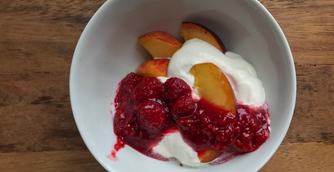 RIPE NECTARINES WITH RASPBERRY COMPOTE