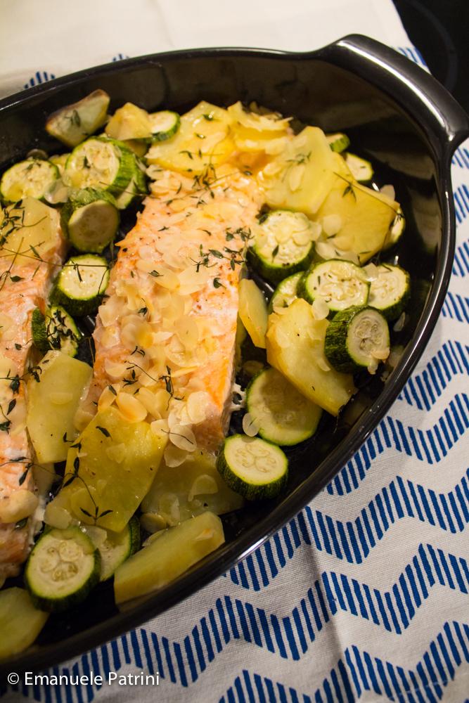 Ricetta Salmone Con Patate Al Forno.Salmone Zucchine E Patate Al Forno Ricetta Cravatte Ai Fornelli