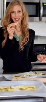 parmesan-pesto-pinwheel-pastry-wreath-020