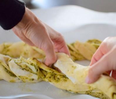parmesan-pesto-pinwheel-pastry-wreath-032