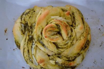 parmesan-pesto-pinwheel-pastry-wreath-041