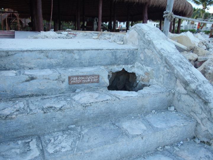 Akumal construction