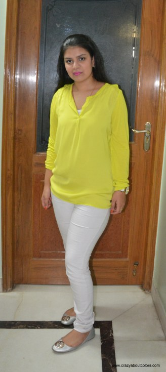 OOTD: White trousers with bright colored top