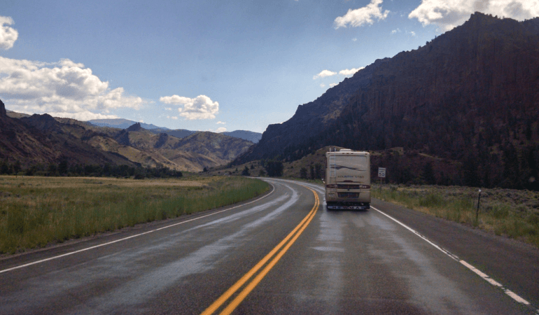 3 Tips On How To Rent An RV For Your Family Road Trip