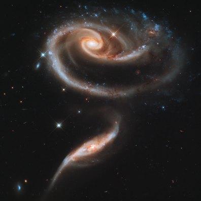 Róża powstała po zderzeniu galaktyk. Zdjęcie wykonane z okazji 21. rocznicy wyniesienia Hubble'a. Fot. NASA/ESA