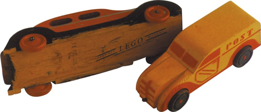 Wooden_cars_with_logo_1936