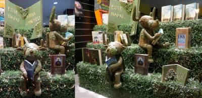 libro con mensaje y renos