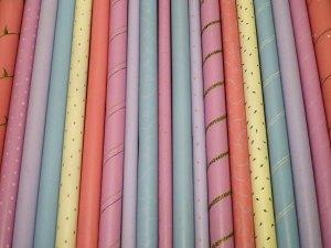 tubos de telas pintados