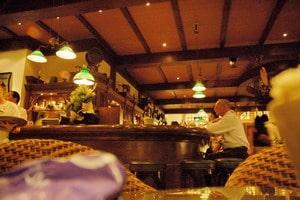 Singapore: Un aperitivo e le bucce sul pavimento