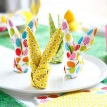 idée déco table Pâques pliage serviette en forme de lapin