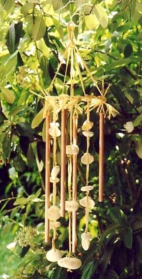 diy carillon vent avec des coquillages et de vieux tubes en cuivre. Black Bedroom Furniture Sets. Home Design Ideas