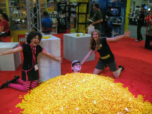 LEGO At Comic-Con 2011 | Creatacor