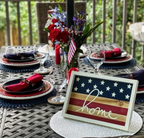 Easy Outdoor Patriotic Table