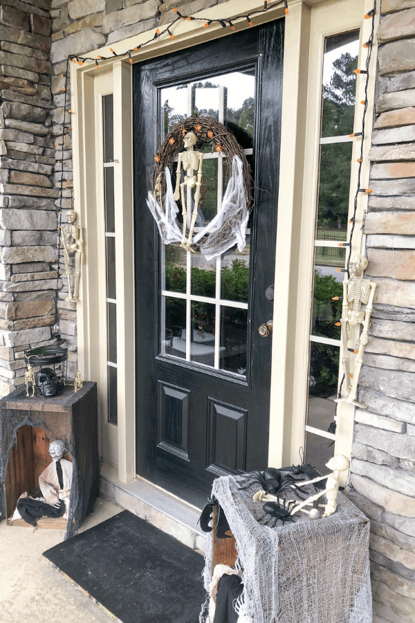 Dollar tree halloween wreath and front porch decor #createandfind #halloween #diyhalloweendecor #halloweenporch