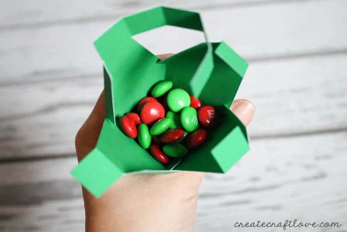 Christmas Light Treat Boxes from createcraftlove.com for Tatertots & Jello!