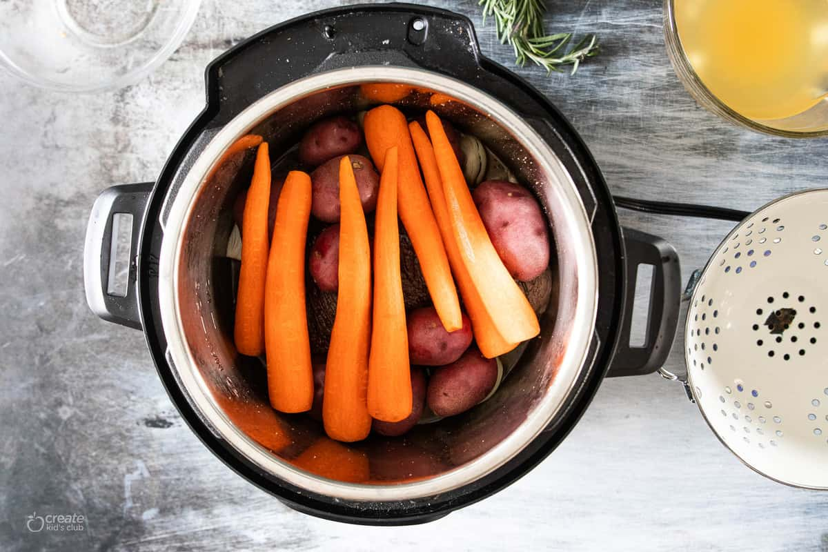 roast and vegetables in instant pot